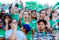 UNT Students waive their talons!