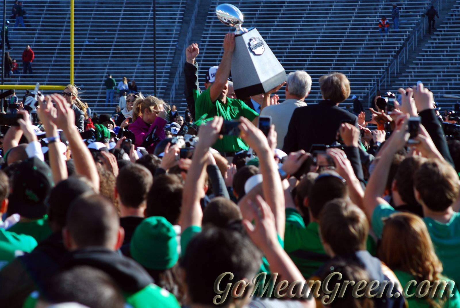 Mac raises trophy To The students