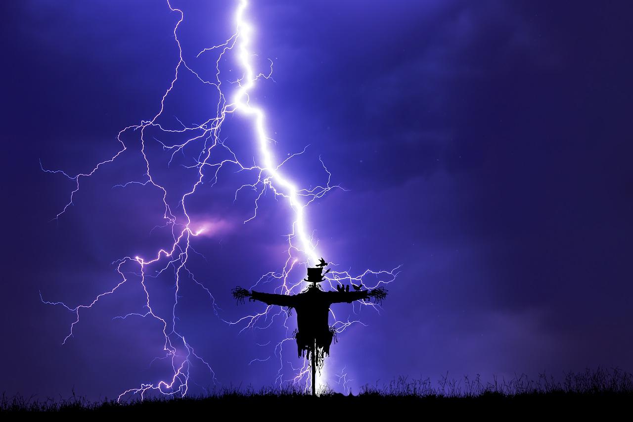 lightning-5556590.jpg.7609cafe0947ace6c99130c86d5ddc04.jpg